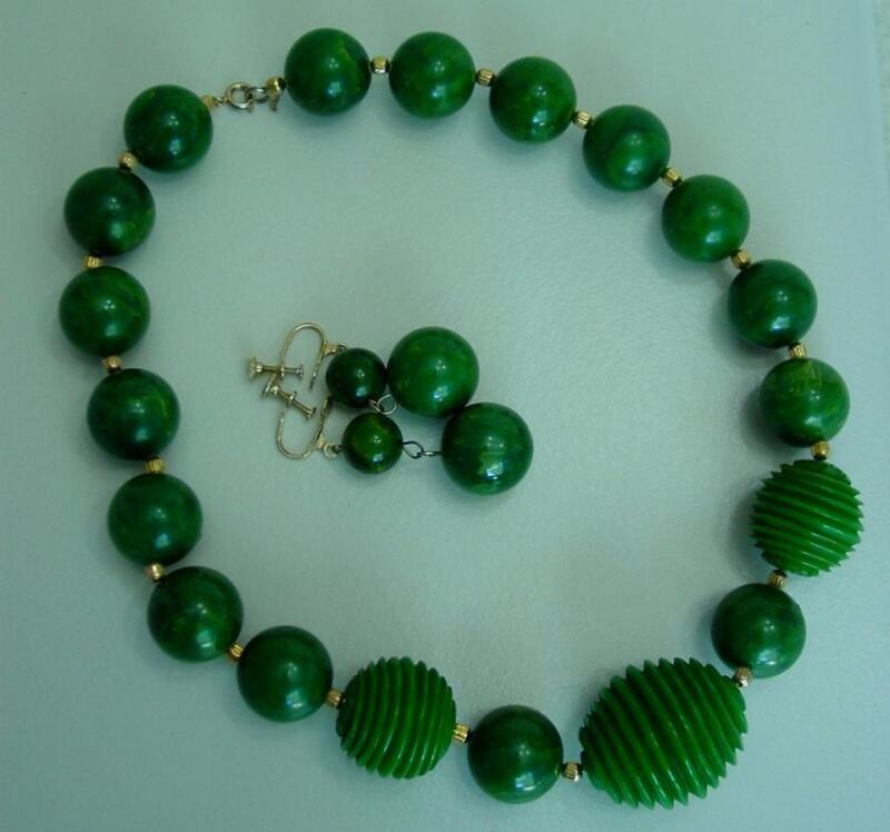 Vtg BAKELITE Catalin Demi Parure Necklace Earrings Set Marbled Carved Green