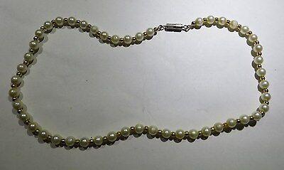 Collier ras du cou en perles fantaisie blanches et dorées