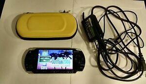 Sony-Consola-PSP-slim-con-cargador-funda-y-tarjeta-4-gb