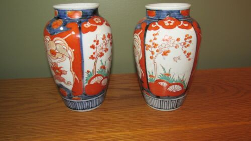 ANTIQUE PAIR OF IMARI VASES