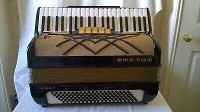 HOHNER VIRTUOLA 111  PIANO ACCORDION  120 BQSS  3 VOICE