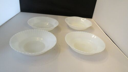 """Set of Four MacBeth Evans Monax Petalware Berry Bowls 5-3/4"""" in Great Condition"""
