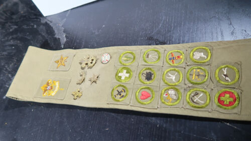 r Boy Scouts EARLY Type A Merit Badge Sash Lot of 14 merits and other Insignia