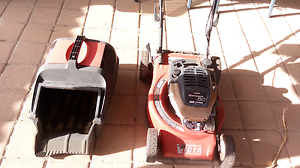 Lawn mower ( comes with spare blades) Heathridge Joondalup Area Preview