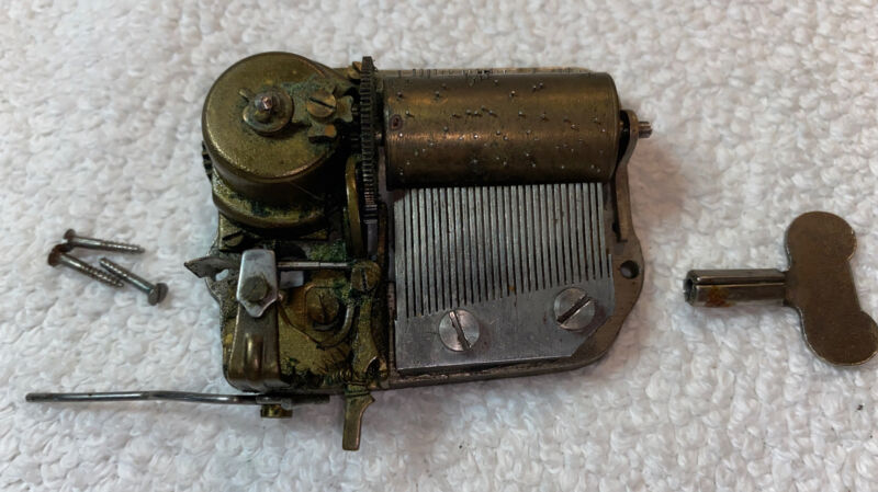 ANTIQUE MUSIC BOX MOVEMENT PART -Works Great With Original Key