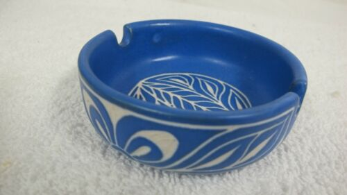 VINTAGE PABLO ZABAL CHILE BLUE WHITE POTTERY ASHTRAY