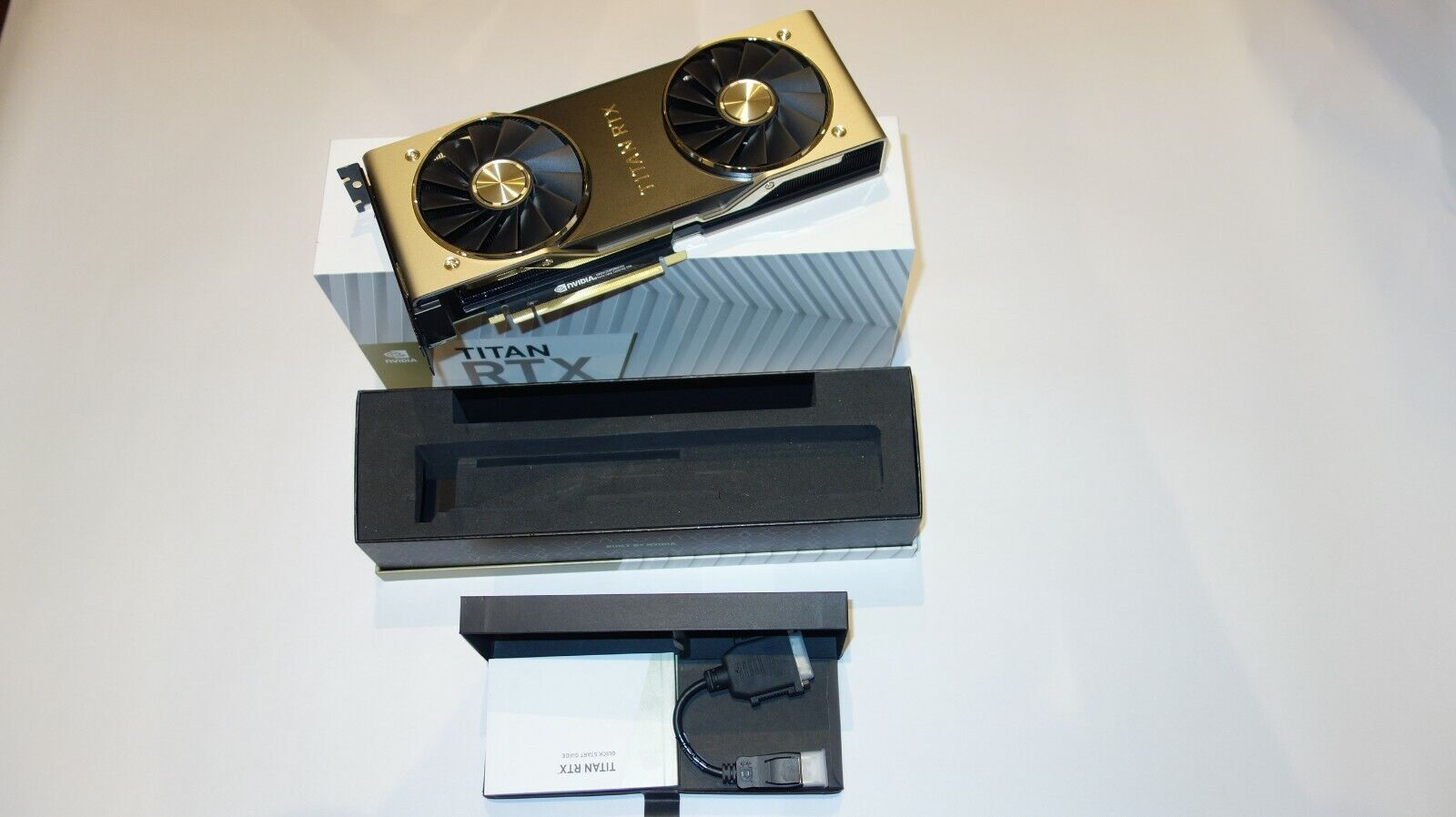 NVIDIA TITAN RTX Desktop GPU Grafikkarte 24GB, 3x DisplayPort, 1xHDMI, 1x USB-C