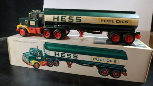 g 1977 Hess Truck BOXED with Bottom Insert