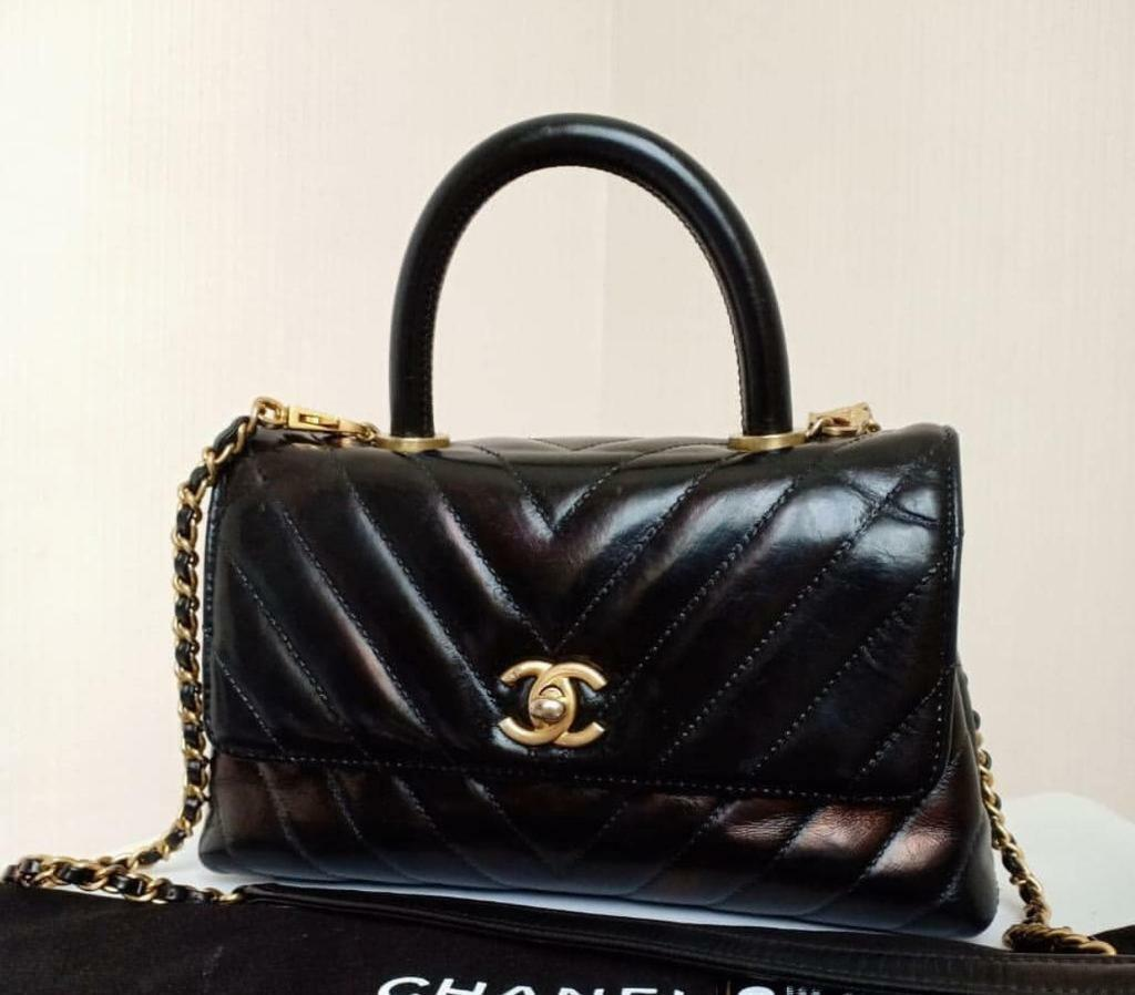 Classic channel handbag  c2b13c78fa5ea