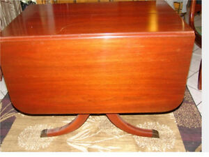 Antique Duncan Phyfe style drop leaf dining table