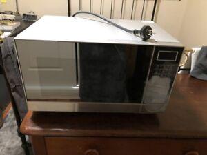 Bellini microwave