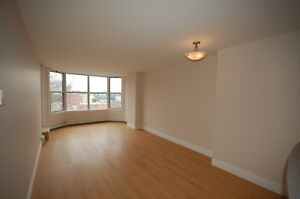 Lovely 1 Bedroom at the Waterford Suites! Available MAY