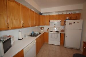 Beautiful Lakecrest 2 Bed , 5 Appliances! AVAIL Nov