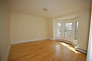 Beautiful 3 Bedroom House on North St! Available November !