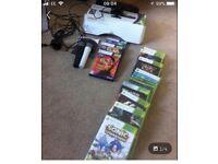Box 360 Kinect Sensor and 12 game + mics for karaoke