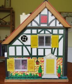 Very Cute Vintage 1973 Toy Works Dolls House