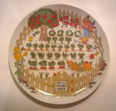 Enesco Fine China Vegetable Garden Plate Salad Bread Scarecrow Pumpkin Halloween (Halloween Pumpkin Bread)