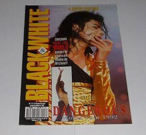 BLACK & WHITE MAGAZINE - MICHAEL JACKSON - N° 3 / Septembre 1992 (Comme Neuf) - France - BLACK & WHITE N 3 Magazine du Roi de la Pop, Michael Jackson Par Captain Eo Productions / Septembre 1992 COMME NEUF / LIKE NEW COMPLET, AVEC LES 4 POSTERS (Neufs et Attachés) TRES RARE ! ENVOI RAPIDE ET SERIEUX (LETTRE SUIVIE) - France