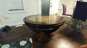 beautiful round coffee table in great shape
