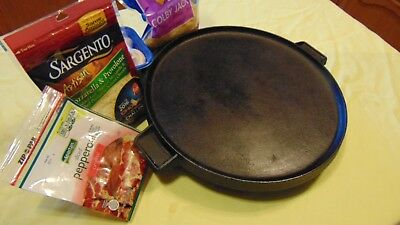 Bayou Classic Round Griddle pizza Pan Dual 14 Inch Cast Iron Reversible  Reversible Round Griddle