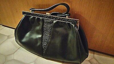 Handtasche schwarz mit Bügelverschluss, Innenstoff leicht beschädigt