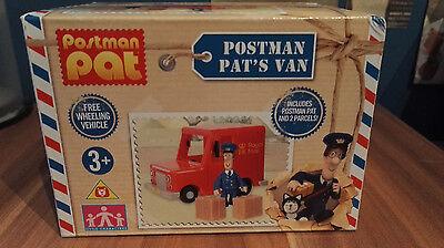 POSTMAN PAT - POSTMAN PAT'S VAN WITH PAT FIGURE AND 2 PARCELS - FREE WHEELING