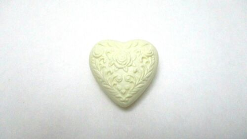 AVON Floral Heart Soap   -  Ivory  -   NEW