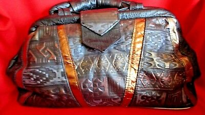 Vintage Metallic Trim (VINTAGE BLACK LEATHER METALLIC TRIM EMBOSSED CLAM SHELL SATCHEL DOCTOR HAND BAG)