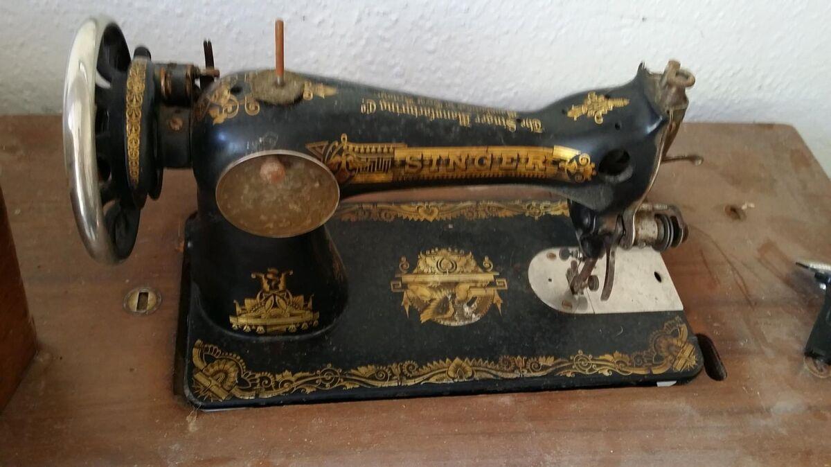 M quina coser singer con pie hierro y tapa para restaurar for Loquo muebles