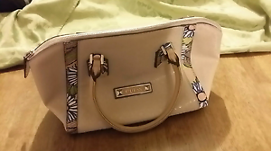 GUESS Handbag Blush Colour Greenwith Tea Tree Gully Area Preview