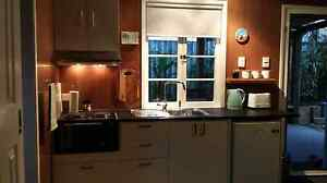 Granny flat / Studio Kallangur Pine Rivers Area Preview