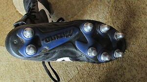 Ladies . Girls Size 8 Mizuno Rugby Shoes . SPIKES . CLEATES London Ontario image 2