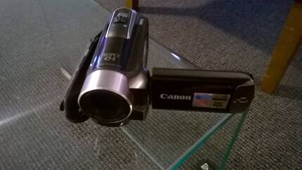 NEAR NEW CANON LEGRIA HFR16 CAMCORDER BUILT-IN 8GB MEMORY