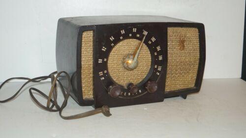 Vintage 1951 Zenith AM/FM Long Distance Bakelite Tube Radio Model No. S-17366