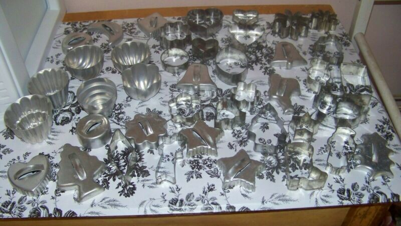 MIXED LOT OF 41 VINTAGE METAL COOKIE CUTTERS & MOULDS