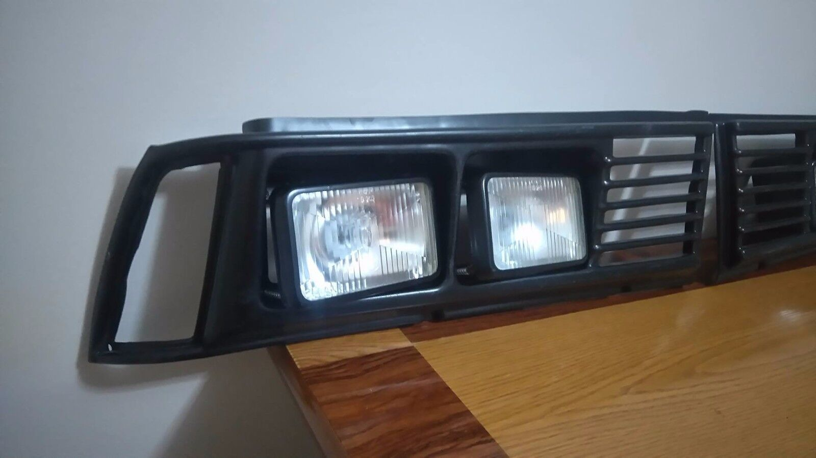 BMW E21 SQUARE GRILLE FOR SQUARE HEADLIGHT LEFT AND RIGHT SIDE WITH ALL HEADLIGH