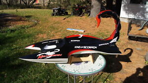 RC Boat King of Scorpion - RTR  Controller + 2xBatts + Charger