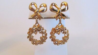 Gold Holiday Wreath - GOLD TONE BOW AND HOLIDAY WREATH DANGLE  PIERCED EARRINGS