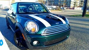 2008 MINI Cooper Classic Panoramic Moon Roof, ONE OWNER