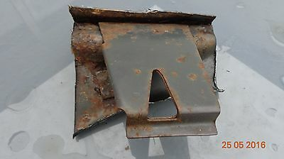 Ford Capri rear chassis fuel tank hang mount weld bracket body shell 2.8i Laser