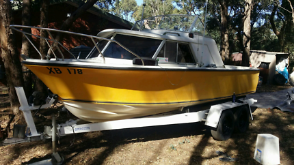 boat  20ft half cabin Crusier