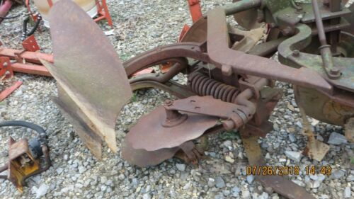 2 POINT HITCH INTERNATIONAL  2 - 14 PLOW WITH  COULTERS