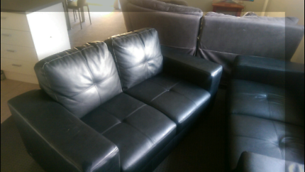 2 x 2 seated lounges