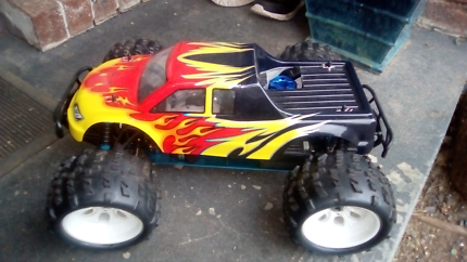 Rc nitro trophy truck