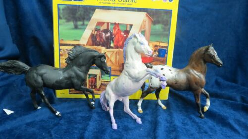 Breyer #306m Wood Barn + 3 Play horses
