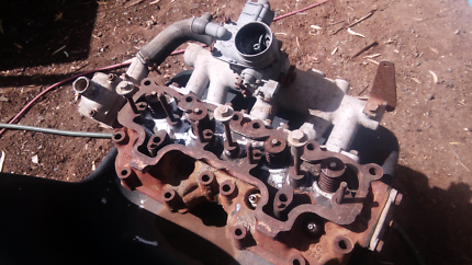 Landrover series. 1. Cylinder head and carby