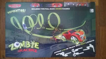"""Zombie Racerz Track with 2 pull back cars """"Brand New Sealed"""""""