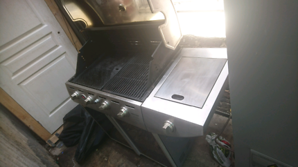 Matador hooded s-steel bbq with gas & cover