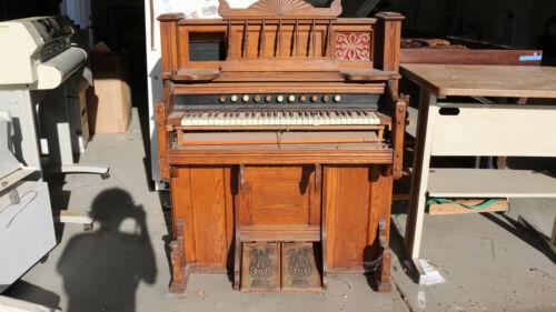 Chicago Cottage Organ Company Pump Organ