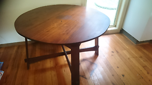 Round dining table. And chairs Kurrajong Heights Hawkesbury Area Preview